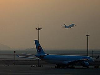 Неизвестные снова атакуют самолеты лазером