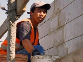 Все больше кыргызстанцев покидает родину