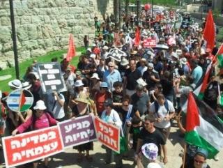 Тысячи арабов и евреев потребовали создания Палестины