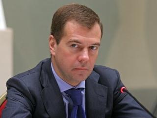 Медведев ввел уголовное наказание за продажу алкоголя детям