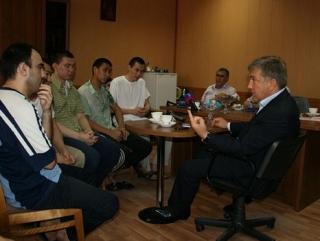 Р. Курбанов с осужденными