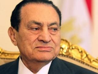 Мубарака доставят на суд под бронированным конвоем