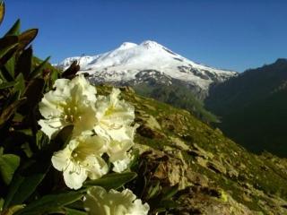 Восхождение на высочайшую вершину Европы Эльбрус в честь Дня независимости Индонезии