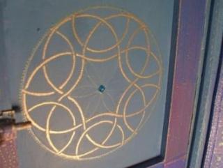 Художник наложила на страницы писем исламскую каллиграфию