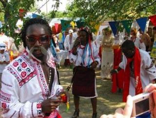 Афро-люберчене любят пить на детских площадках и танцевать по ночам