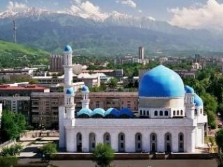 У Центральной алматинской мечети правильная кибла