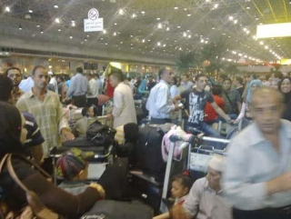 Тысячи пассажиров не могут вылететь из Каира