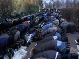 Щелковские мусульмане будут молиться на асфальте