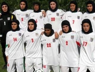 В июне ФИФА запретила иранским футболисткам выйти на поле в хиджабах