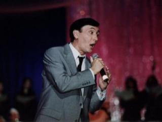 Избитого скинхедами кавказского певца наградил президент