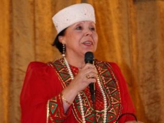 Песню на татарском языке исполняет Лейла Халикова