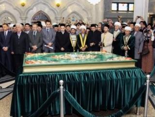 В Казани встречали самый большой в мире Коран