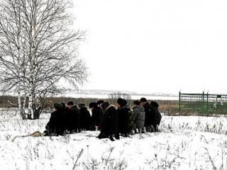 На снежном острове мусульмане молились за удачную рыбалку