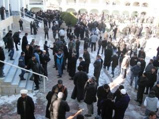 Таджикские мусульмане выгнали муфтия из мечети…