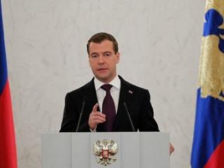 Медведев предложил выбирать глав регионов