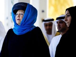 Королева Голландии считает нонсенсом споры вокруг своего платка