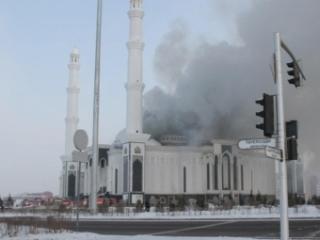 Горит крупнейшая мечеть Казахстана