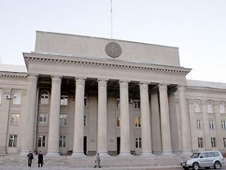 Преждевременно расторгнуть контракт с США грозит депутат Киргизии