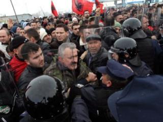 Косовская оппозиция блокирует границу с Сербией