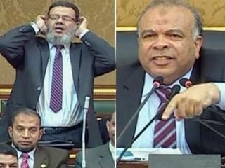 Мухаммад аль-Кататни (справа) призвал своего коллегу-депутата к соблюдению регламента