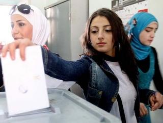 Референдум по новой конституции проводился на фоне непрекращающихся акций протеста