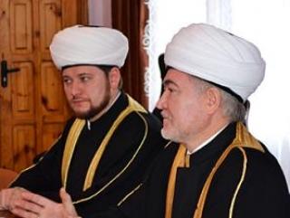 Муфтий Равиль Гайнутдин (справа) и его первый заместитель Дамир Мухетдинов. Фото: Islamrf.ru