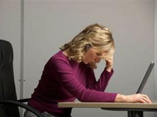 Интимные проблемы семьи связаны с перегрузкой россиянок на работе