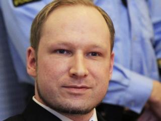 Андерс Брейвик обвиняется в совершении теракта и убийстве 77 человек