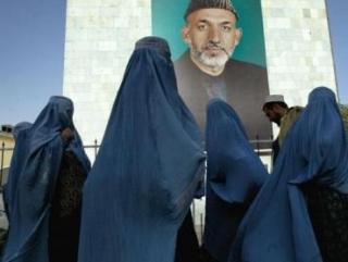 Карзай поддержал шариатское обращение с женщинами
