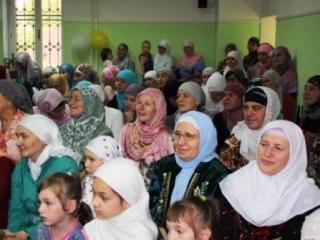 Имамы поблагодарили женщин за плодотворную работу в деле пропаганды ислама и его ценностей