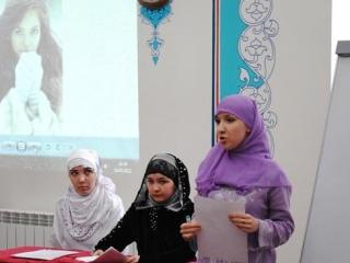 Мусульманки демонстрировали на экране, как не следует вести себя женщинам