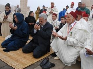 Премьер-министр Марокко Абделилах Бенкиран на намазе с мольбой о ниспослании дождя