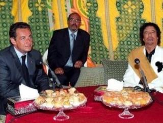 М.Каддафи на приёме у Саркози в Елисейском дворце после президентских выборов 2007 г.
