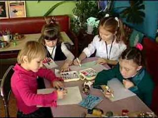 Дети к встрече со стариками подготовили рисунки