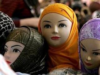 В Узбекистане мусульманок лишают одежды