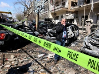 В результате взрыва были убиты несколько полицейских и гражданских лиц