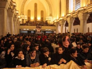 Коптские христиане у тела папы