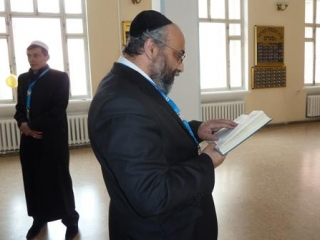 Ефим Бурштейн демонстрирует мусульманам иудейскую молитву
