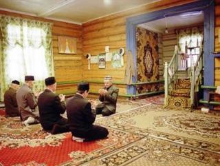 Несмотря на проведение строительных работ, на сегодня в мечети все мусульманские обряды продолжают проводиться