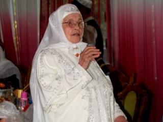 Абыстай – это зрелая женщина, знающая традиции, обычаи, а главное обряды татар