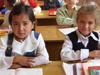 В тех питерских школах, где количество детей мигрантов довольно значительное – за 20–30%, все дети, и русские в том числе, учатся чуть лучше