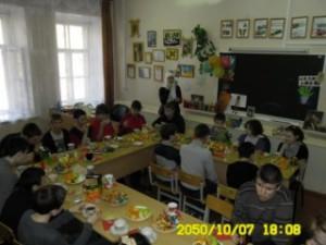 """Активистки """"Родника"""" прививают ученицам интерната любовь к платку"""