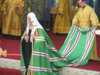 Акция у главного православного храма России на Пасхальной неделе вдвойне болезненна для верующих, считают в русской церкви