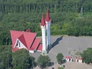 Мечеть Люля - Тюльпан - это и образовательное учреждение, и мусульманский храм, и место собраний мусульманских религиозных деятелей