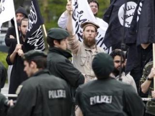 Немецкая полиция не дала мусульманам помешать акции неонацистов