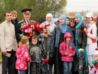 Мусульманская молодежь Москвы поздравила ветеранов с Днем победы