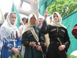 Передовые представители русского народа  осуждали колониальную политику царского правительства, выступали против жестокости и насилия над народами Кавказа - Министр