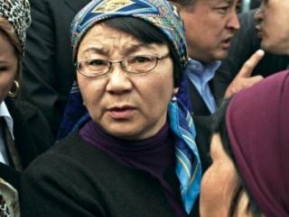 Роза Отунбаева занимала пост президента Киргизии с 21 мая 2010 года по 31 декабря 2011 года