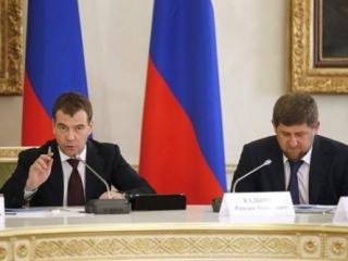 Премьер Дмитрий Медведев и глава Чечни Рамзан Кадыров на заседании правительственной комиссии РФ по вопросам социально-экономического развития СКФО