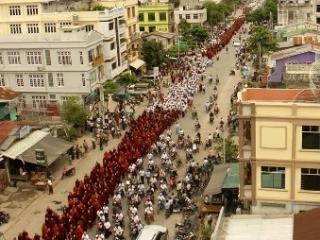 Буддисты Мьянмы требуют изгнать мусульман из страны